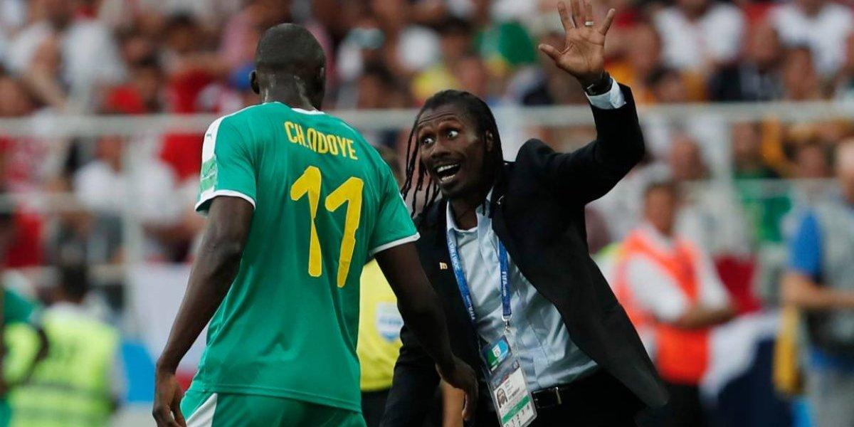 Histórico y extravagante: Aliou Cissé, el DT de Senegal que le robó la película a Lewandowski
