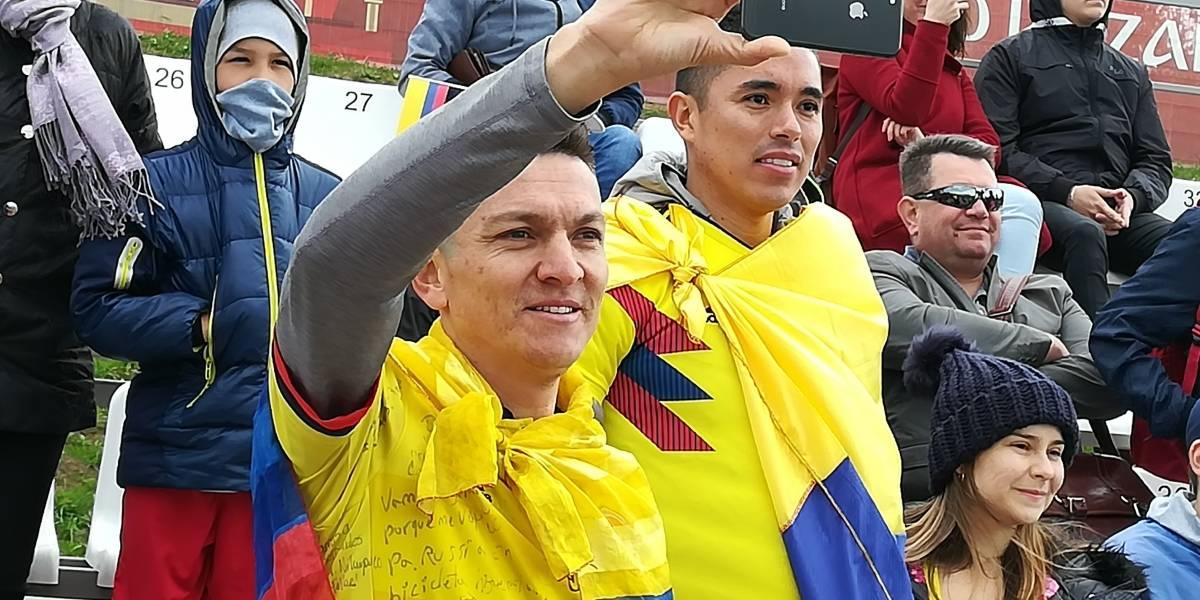 Aficionado colombiano llega a Rusia en bicicleta para ver a su Selección
