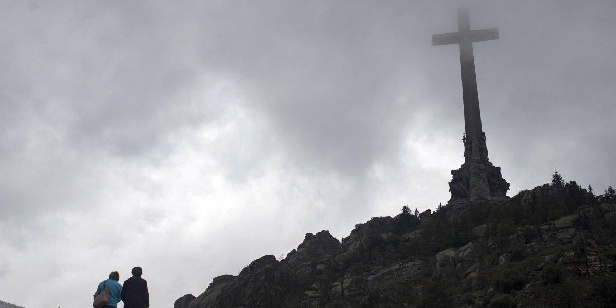 Sánchez propone exhumar restos de Francisco Franco del Valle de los Caídos