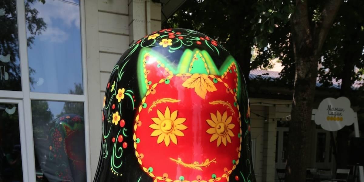 Enorme matrioshka aparece en Moscú como símbolo de amistad