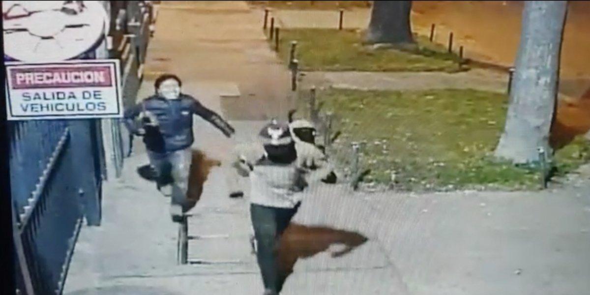 Revelan que autores del asesinato de mujer en Santiago Centro huyeron riéndose: habían bebido dos botellas de whisky antes de asaltarla