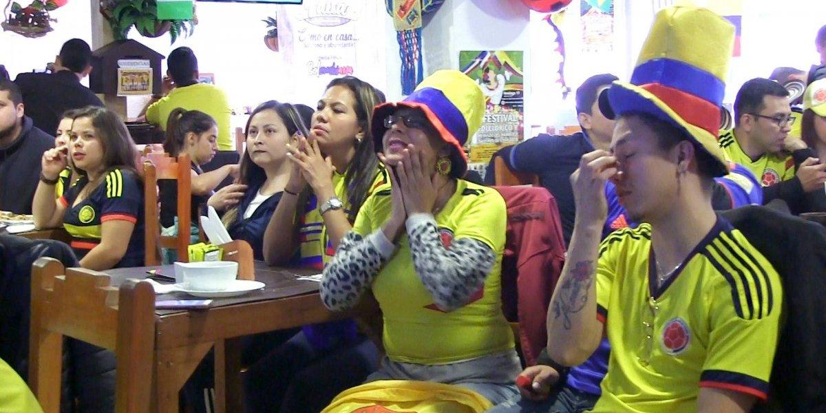 Fue una mañana de café muy amargo: la tristeza de los colombianos en Chile por su pobre debut en el Mundial