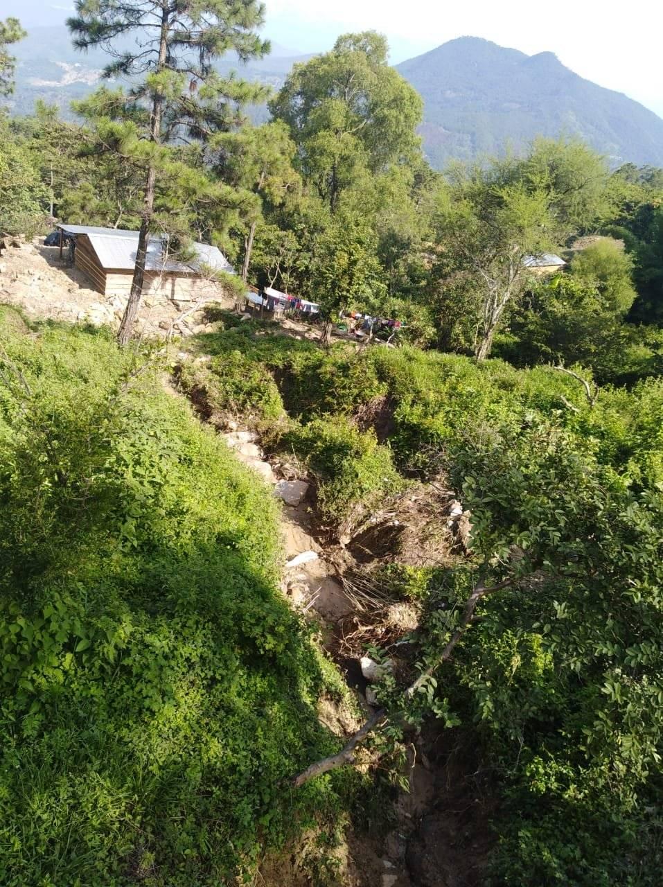 colapso de transversal hacia aldea Los Ramones en San Jerónimo, Baja Verapaz