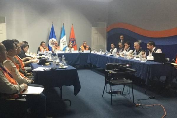 Reunión de autoridades guatemaltecas con representantes de la OEA por erupción del volcán de Fuego.
