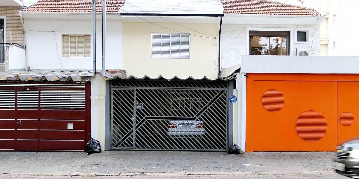 Portões automáticos não podem invadir a calçada em São Paulo