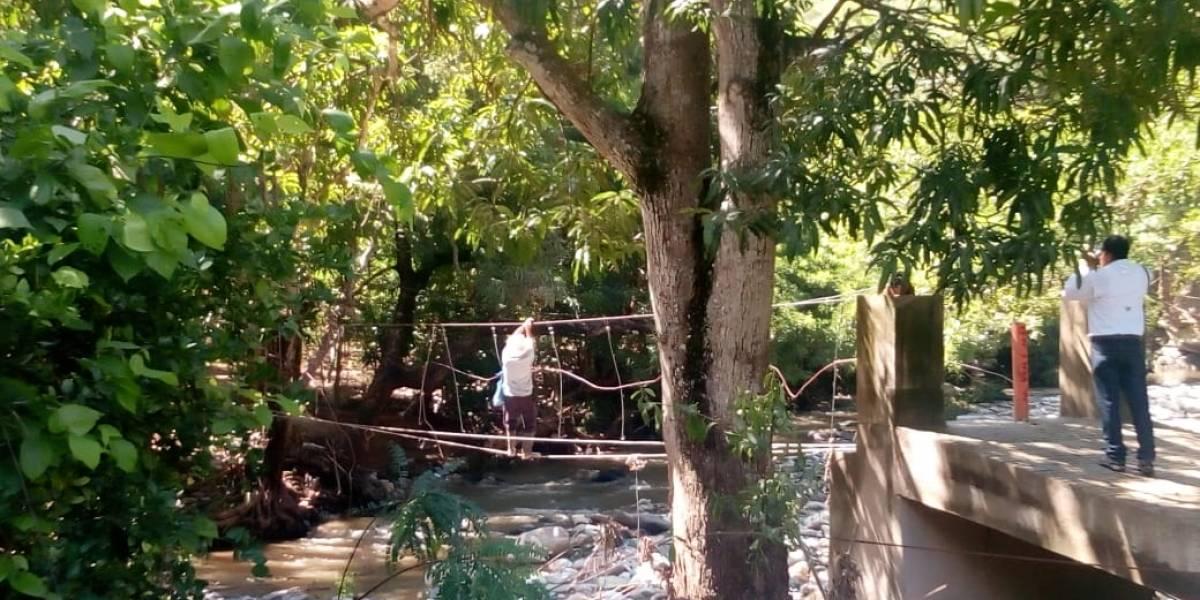 Lluvias causan colapso de puente en El Progreso y pobladores quedan incomunicados