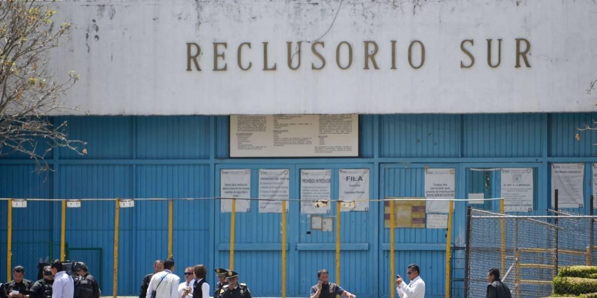 Darán tarjetas de débito a internos en 20 reclusorios del país