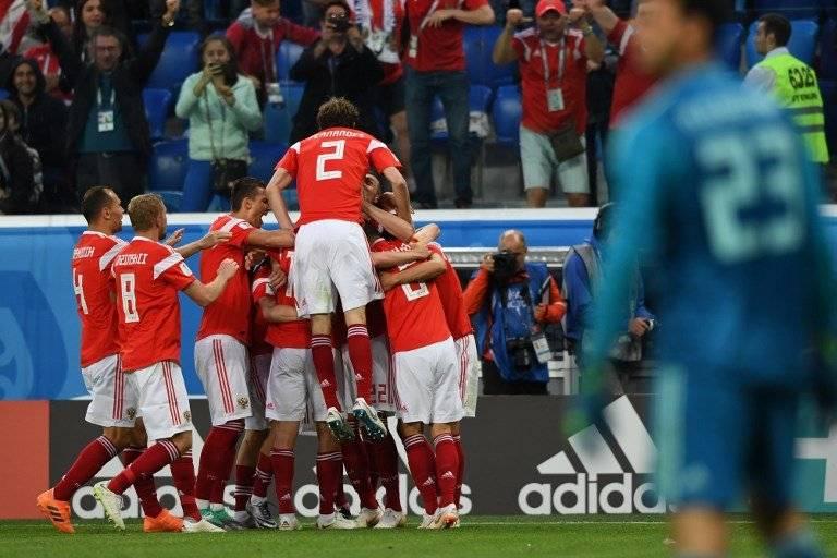 Los rusos celebran uno de sus goles