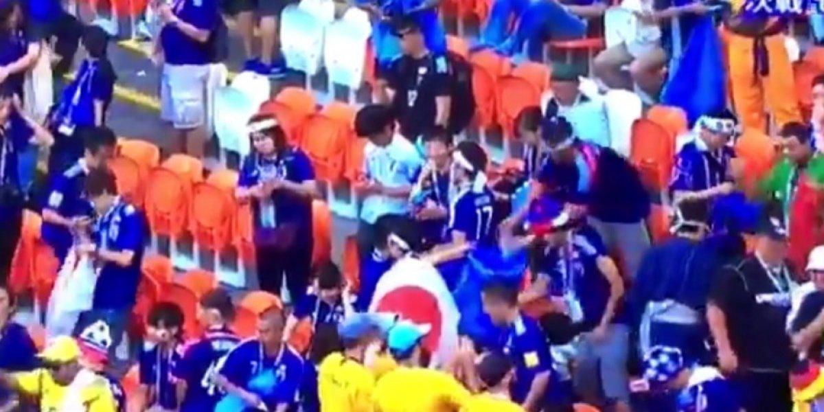 VIDEO: Japoneses recogen la basura al término de un partido de futbol