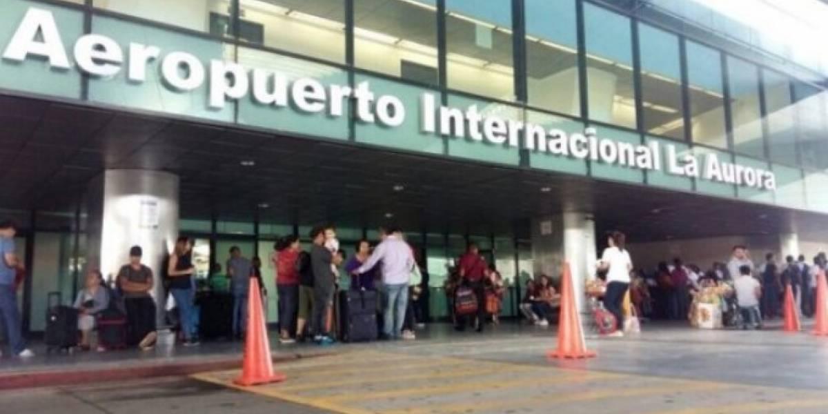 Vendedores ambulantes en Aeropuerto La Aurora dan mala imagen, señala director de aeronáutica civil