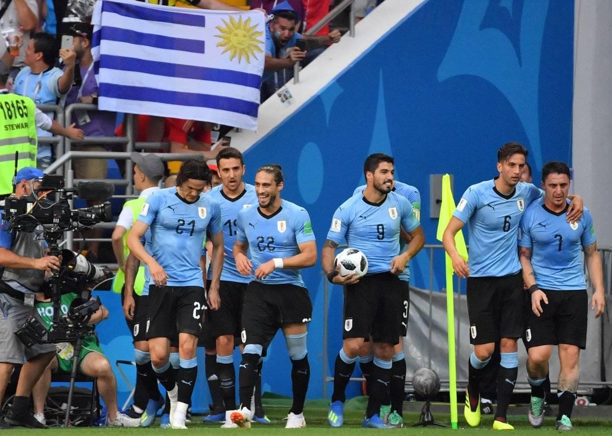 Luis Suárez se quedó con el balón como recuerdo.