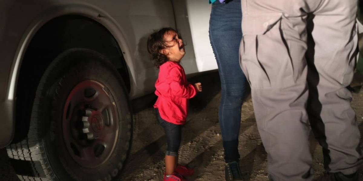A história por trás da foto da criança que virou símbolo da separação de famílias migrantes nos EUA