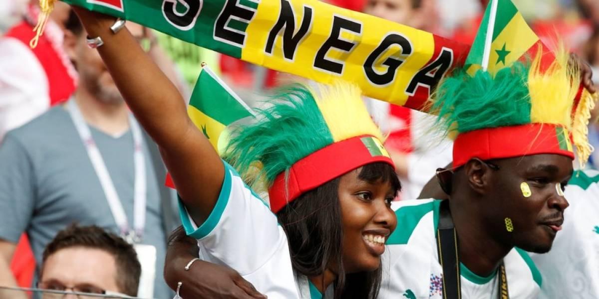 Torcedores japoneses e senegaleses impressionam na Rússia ao limpar estádio após os jogos