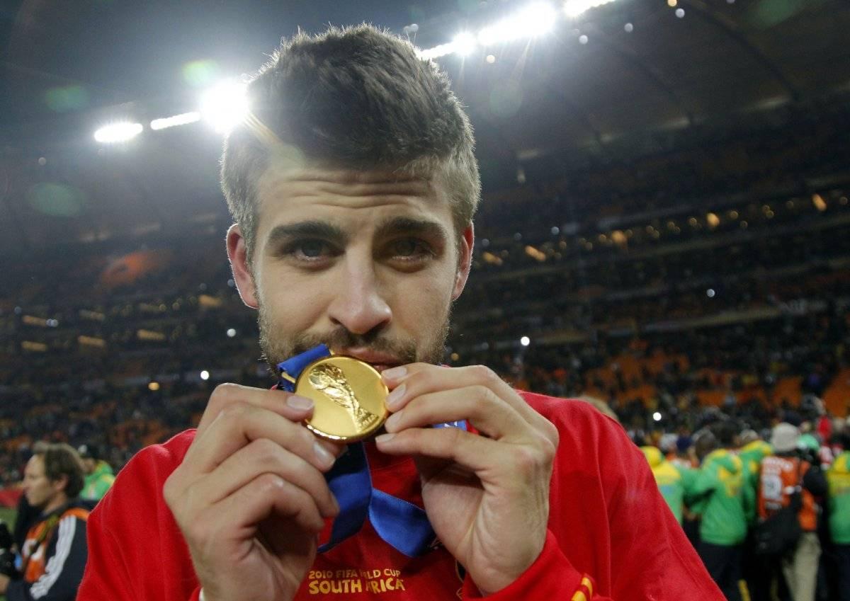 Piqué con su medalla de campeón del mundo.