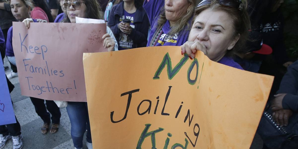 Trump firma orden ejecutiva para que niños sean encarcelados junto a sus padres