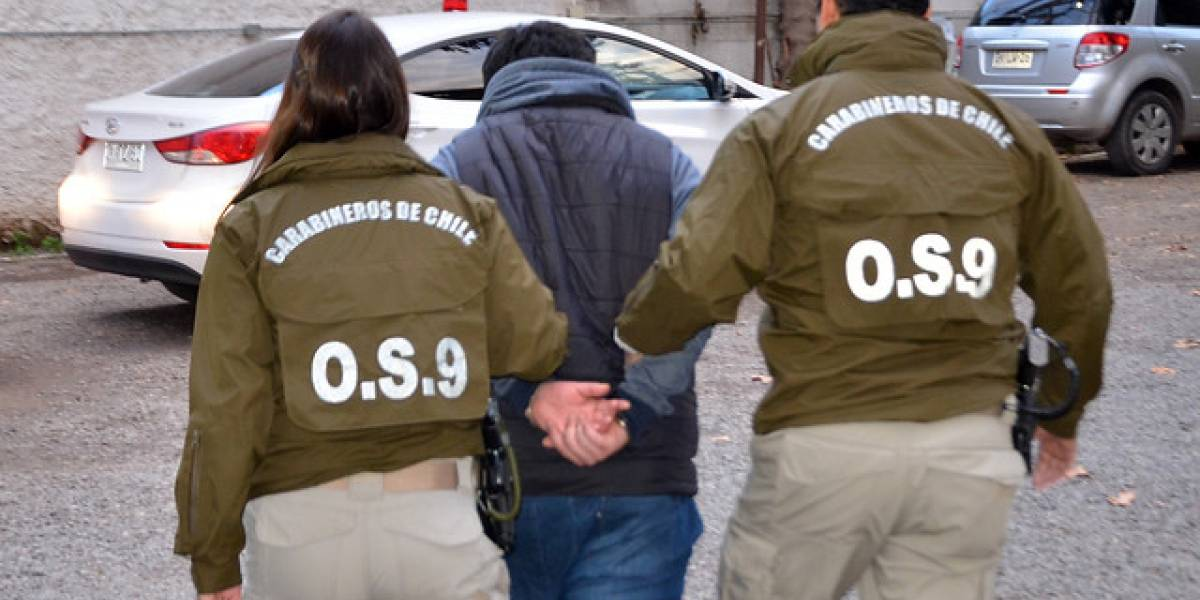 Detienen a sujeto que apuñaló a ex pareja en frente de su pequeña hija en Puerto Montt: meses antes intentó quemarla viva