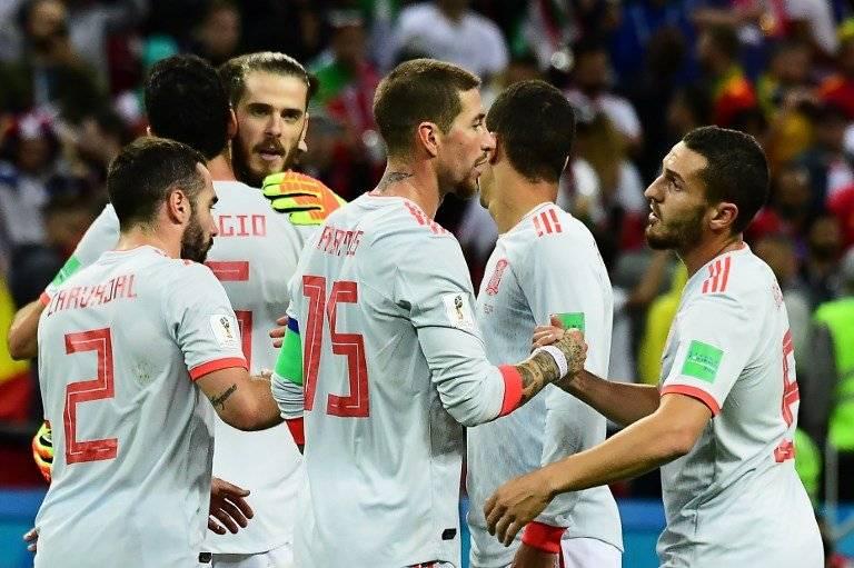 Los jugadores españoles celebran tras su triunfo