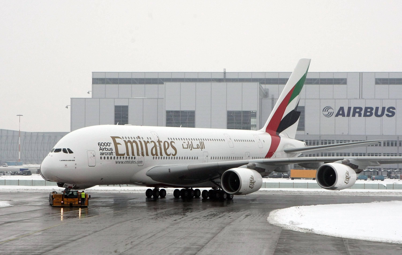 Emirates Airlines piensa reemplazar las ventanas de sus aviones por pantallas OLED