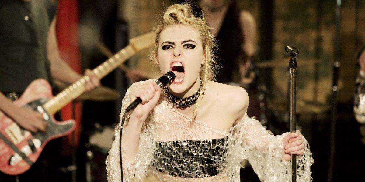 Elle Fanning disfruta ser una extraterrestre punk