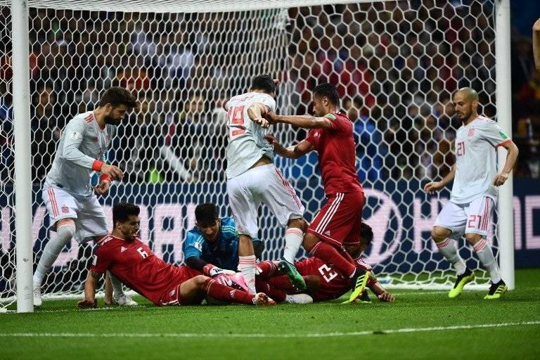 Una jugada confusa que terminó con falta de España