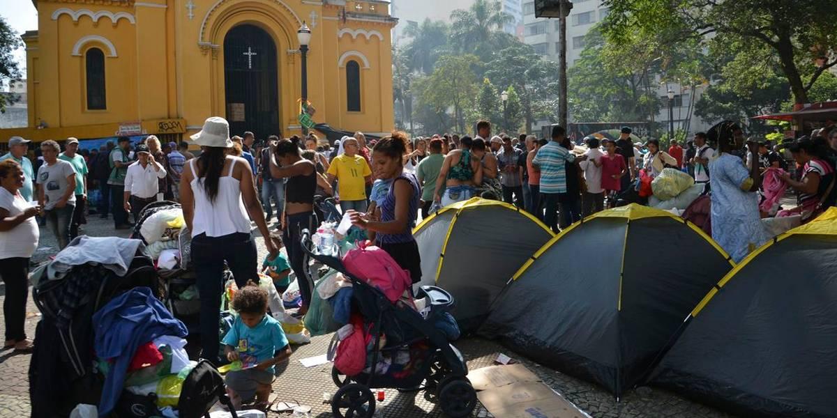 Desabrigados em desabamento impedem limpeza no centro de São Paulo