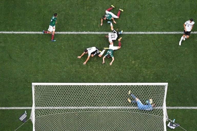 Manuel Neuer en una de las acciones del duelo ante México