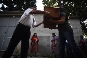 osamentas de víctimas del conflicto armado interno son llevadas a Chimaltenango
