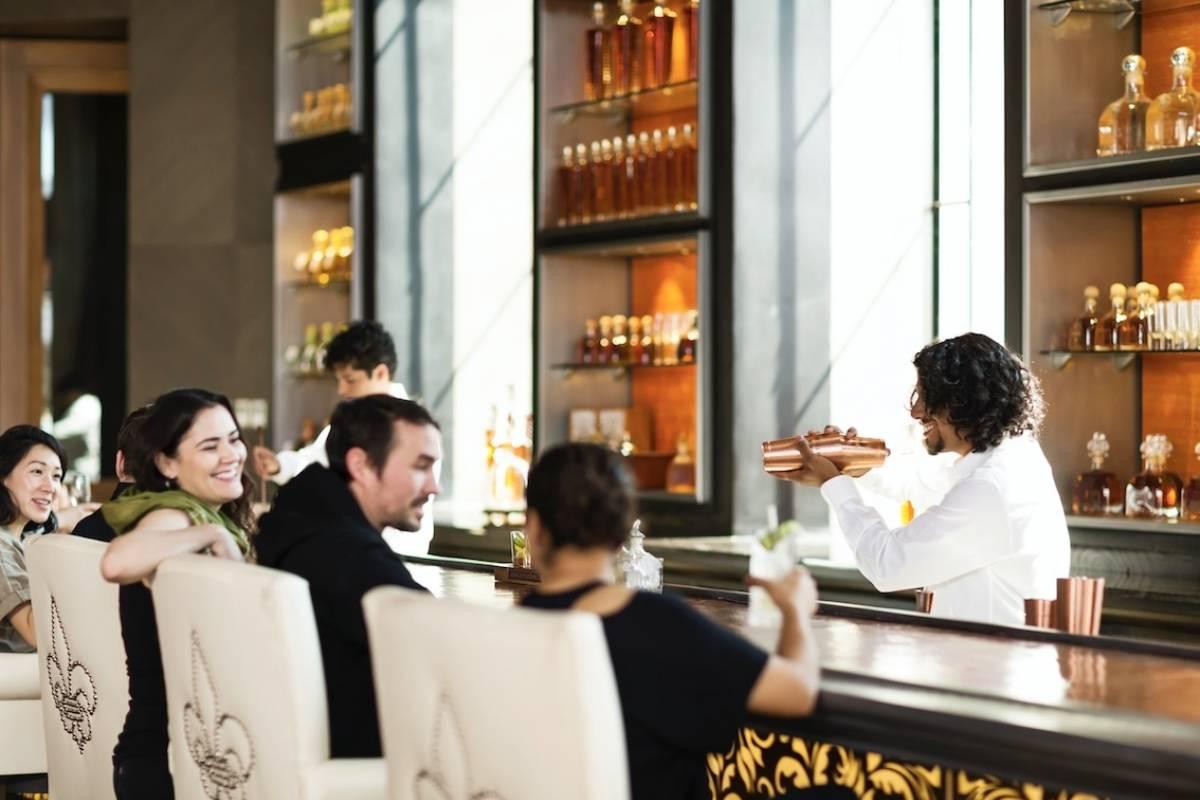 En el bar ofrecen los mejores cocteles preparados con Tequila Patrón. Cortesía