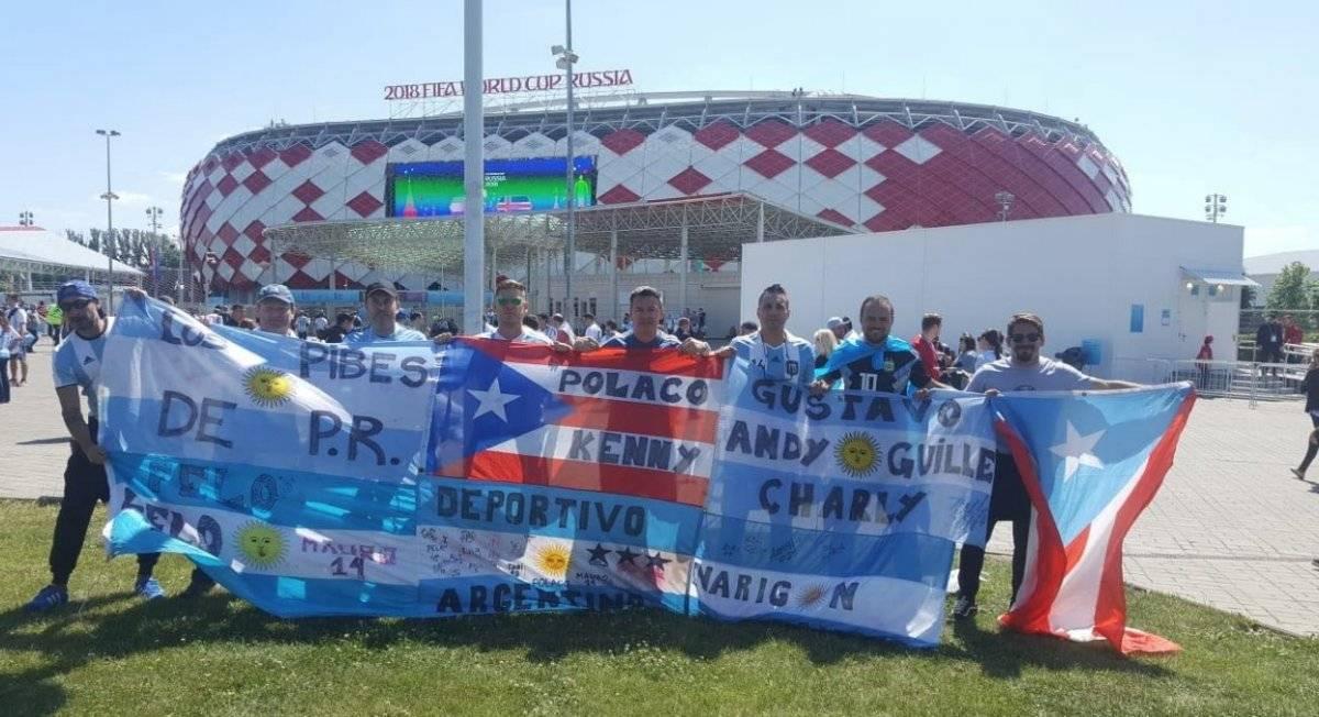 Enorme bandera argentina junto a la de Puerto Rico