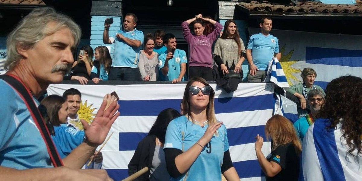 De amargura, pasión y una pizca de farándula: la sufrida jornada de los hinchas de Uruguay en Santiago