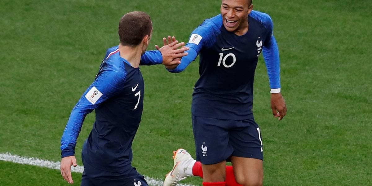 Mbappé faz história e coloca França nas oitavas da Copa