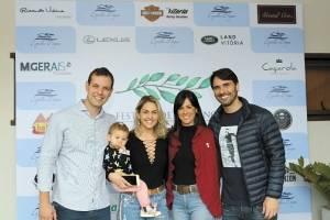 Claudio Chieppe e Juliana Gava com Rodrigo Canal e Débora Servante no evento do Condomínio Espelho D'Água, em Domingos Martins