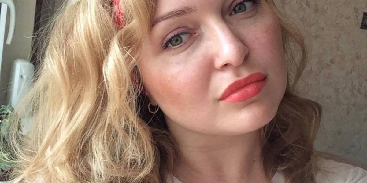 Joven rusa acusada de secuestrar a fan da su versión