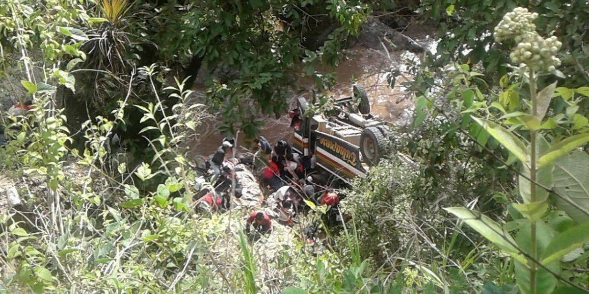Autobús que trasladaba estudiantes a un encuentro deportivo se accidenta y deja varios fallecidos