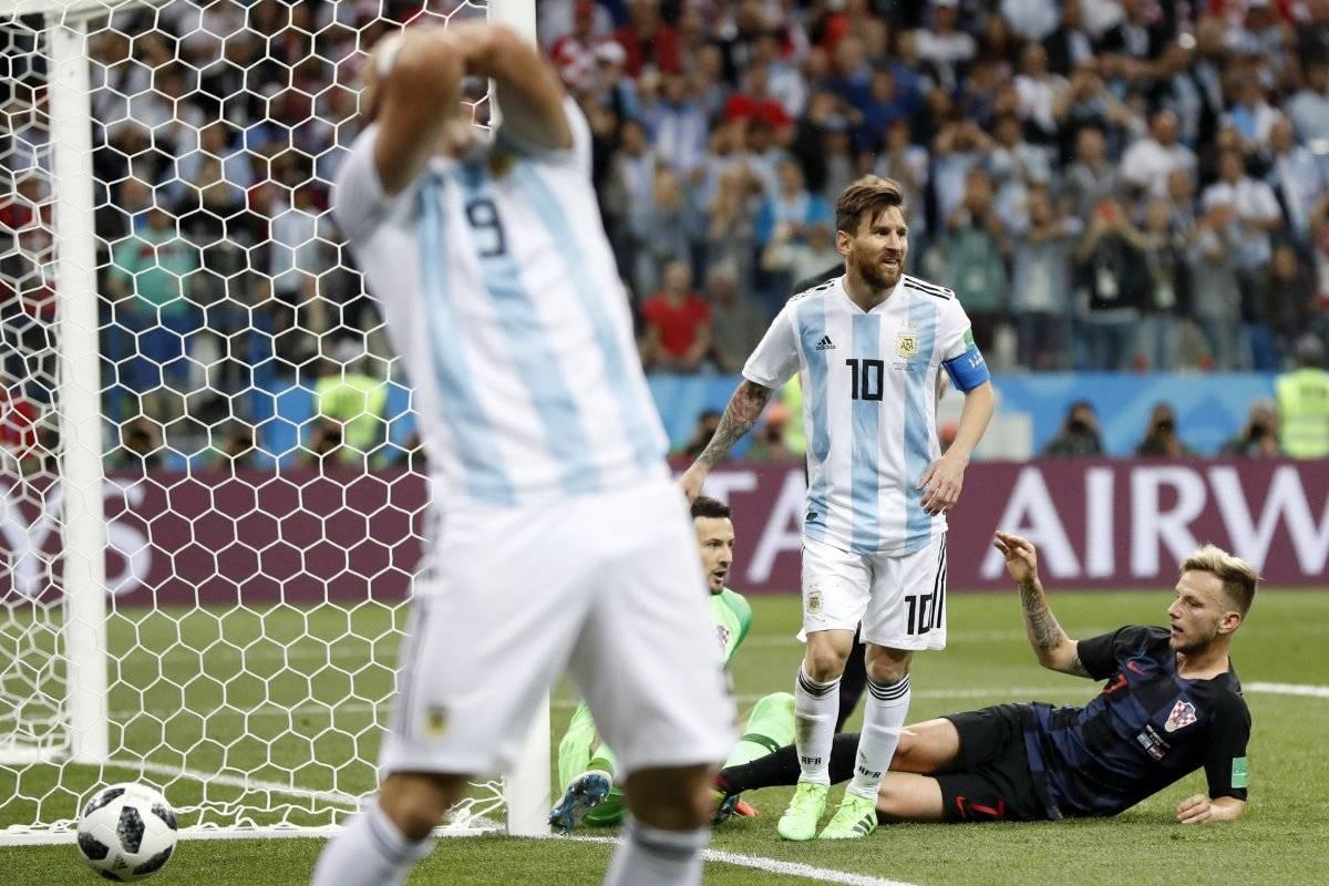 Rostros de dolor ante goleada de Argentina AP