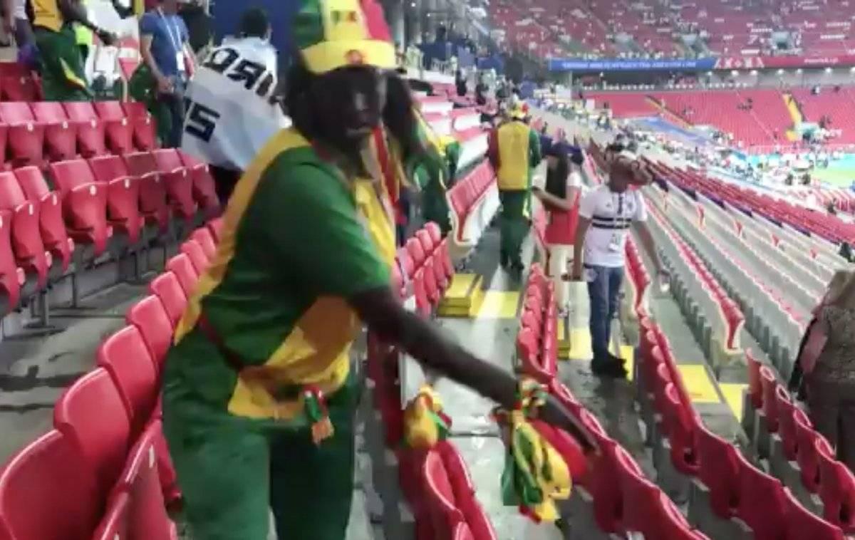Rusia 2018: Hinchas de Senegal y Japón sorprenden y dan el ejemplo al limpiar los estadios tras sus partidos