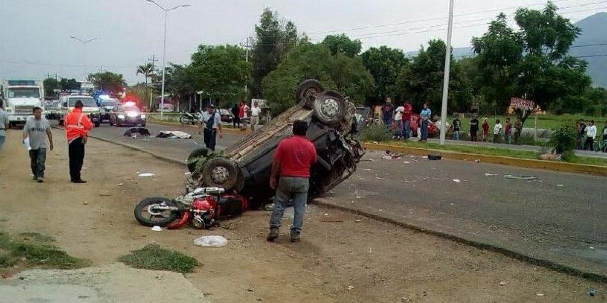 Mueren dos maestros de la Sección 22 en accidentevial en Oaxaca