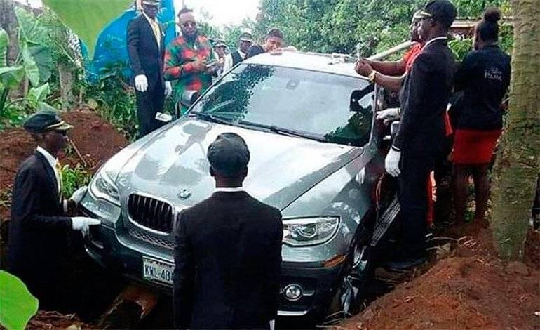 Momento en que el vehículo es enterrado