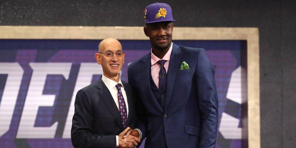 Jugador DeAndre Ayton fue la primera elección global del Draft de la NBA 2018