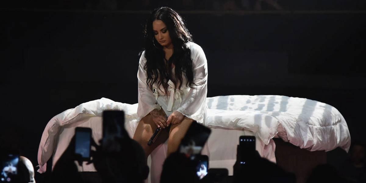 Em nova música, Demi Lovato se desculpa por não estar mais sóbria