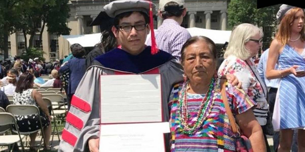 Joven oaxaqueño se gradúa como doctor en universidad de Massachusetts