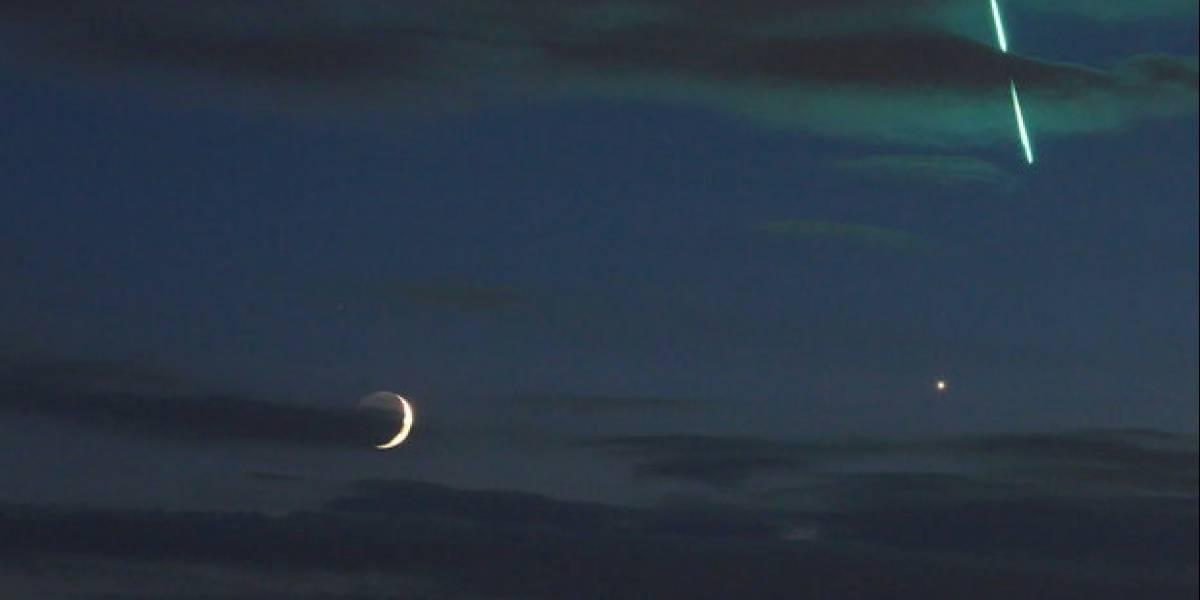 """Una """"casualidad cósmica"""": quería fotografiar la Luna """"junto"""" a Venus y terminó captando una increíble y maravillosa imagen justo cuando caía un meteorito"""