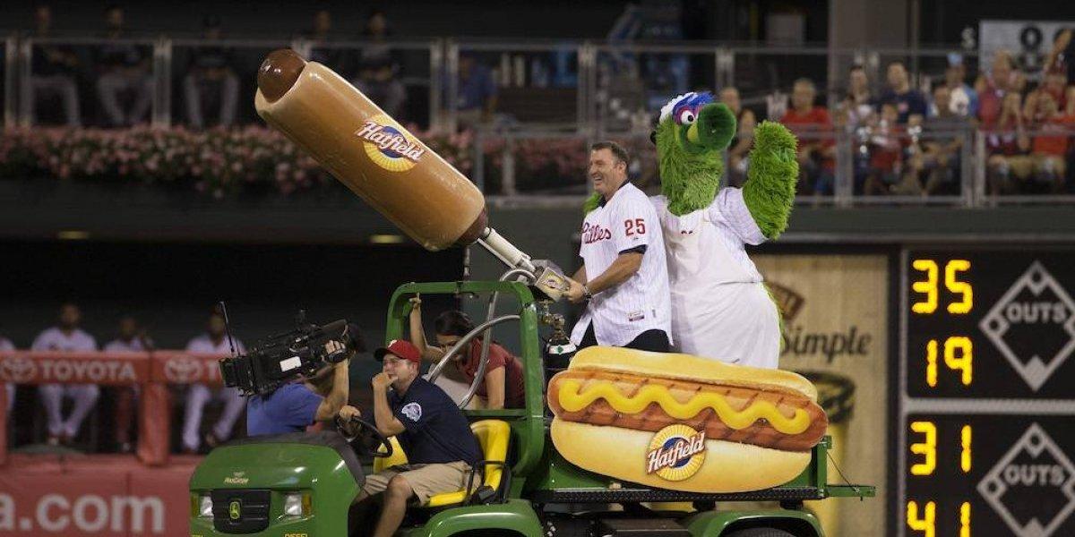 Aficionada de Filadelfia termina con un moretón por culpa de un hot dog