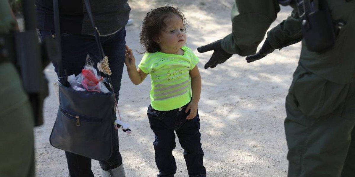 """""""El daño a los niños durará toda su vida"""": La situación de los lactantes separados de sus padres  por la política de Trump"""
