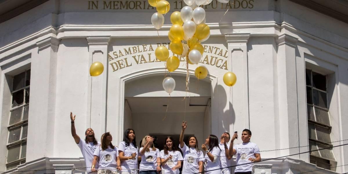 Familiares de los 11 diputados asesinados apoyan proyecto para rebautizar la calle 9 en su honor