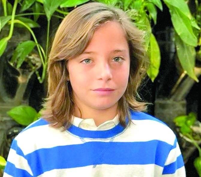 Izán Llunas es Luis Miguel de niño.