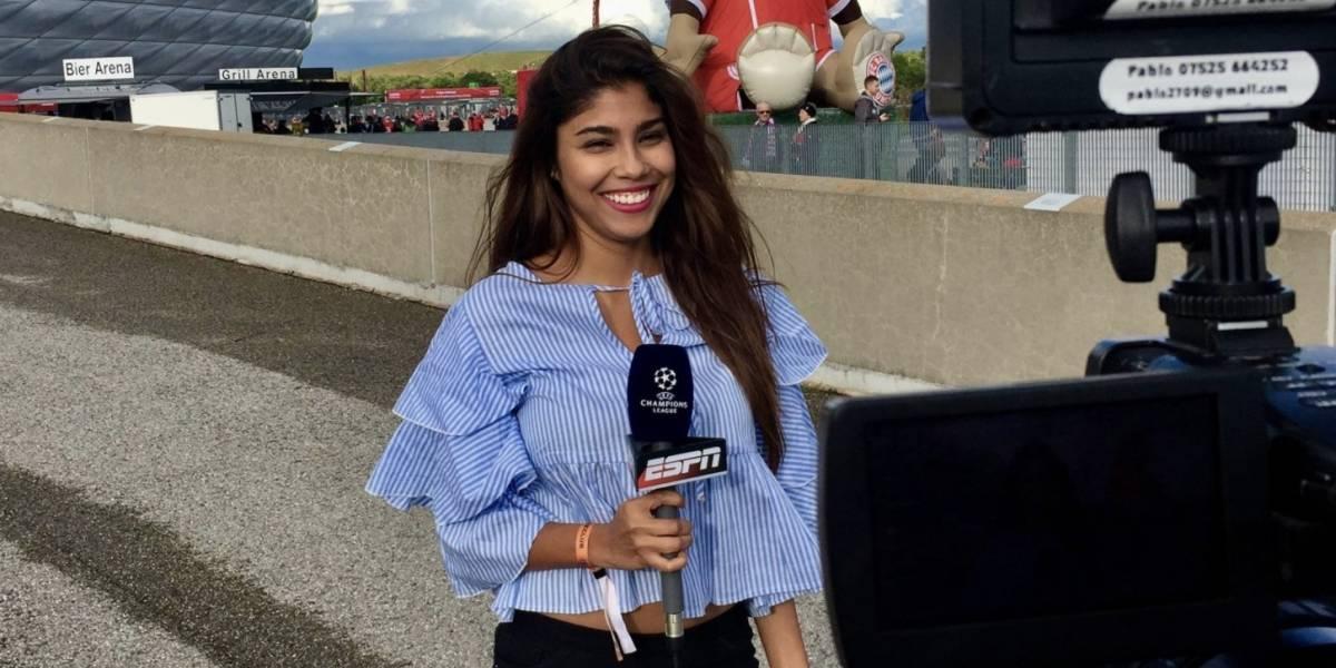 Video: Aficionado acosa y toca seno de periodista en plena transmisión del Mundial