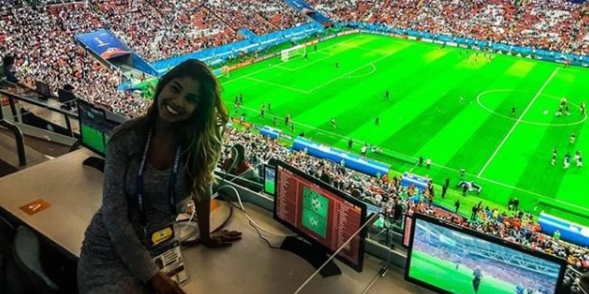 VIDEO: Tocan seno a reportera en el Mundial en plena transmisión