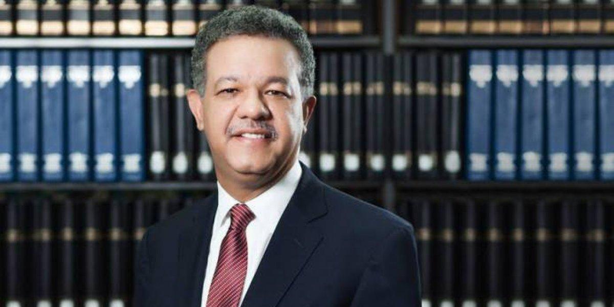 Leonel Fernández dicta en la UNPHU Cátedra Magistral Doctor Bernardo Fernández Pichardo