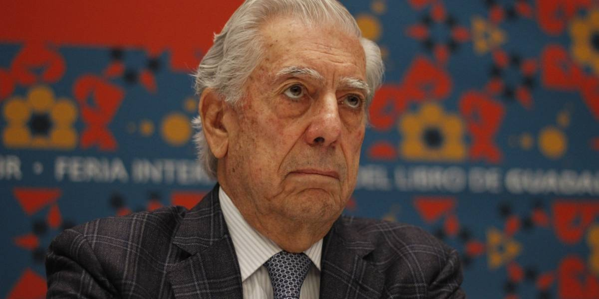 Hospitalizan de emergencia a Mario Vargas Llosa por caída